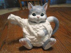 Adorable Enesco Teapot ~ Cat Tea Pot ~ Designed by John Penchoff, 1990 ~ Cute!