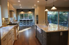 Learn how to layer light with Serena Armstrong Interiors. Ceiling pendants, wall sconces, & chandeliers all have a role in effectively lighting a room. Beautiful Kitchens, Dream Kitchen, Remodel, Kitchen Remodel, Home Remodeling, Elegant Kitchens, Home Kitchens, Best Kitchen Designs, Kitchen Design