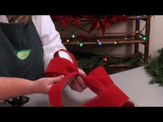 How to make a bow for a wreath.  Video by Maine company Skillin's Greenhouses