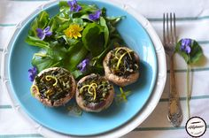 Ciupercile+au+calitatea+de+a+putea+fi+gatite+in+numeroase+moduri.+De+asemenea,+gustul+lor+se+poate+schimba+in+functie+de+modul+de+gatire+si+asociere+cu+alte+ingrediente. Pentru+ca+piata+a+inverzit+am+inclus+o+parte+din+verdeturi+in+ace Modul, Baked Potato, Potatoes, Baking, Ethnic Recipes, Food, Salads, Potato, Bakken