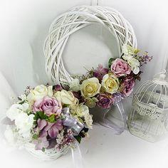 Věnec velikonoční - Velikonoce na vsi | Wedding Door Wreaths, Wedding Doors, Easter Wreaths, Summer Wreath, Holidays And Events, Artificial Flowers, Grapevine Wreath, Flower Arrangements, Floral Design