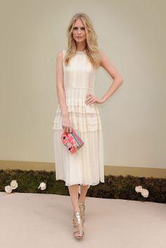 La robe plissée de Poppy Delevingne