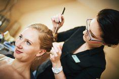 Der Braut werden die Haare gesteckt Image Categories, Alter, Nordic Lights, Wedding Bride