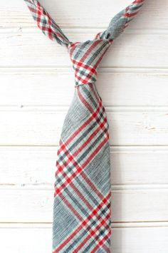 I like this tie with the right outfit.