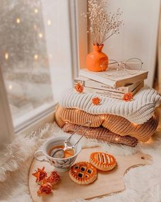 Cozy Fall tea Self care Cozy Aesthetic, Autumn Aesthetic, Fall Room Decor, Fall Bedroom, Autumn Cozy, Fall Pictures, Fall Photos, Flower Pictures, Autumn Photography