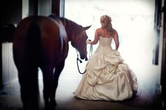 Love some horse bridal portraits -- giddy up. @Brittnye Hartfield we could possibly use Hannah's horses?