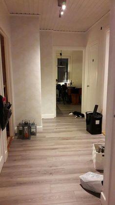 Hallen... med nya tapeter och nytt golv