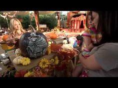 Olhem só que gracinha! A escultura de abóboras é a nova moda na Disneyland California para as celabrações do Dia das Bruxas (Halloween. Não deixe de adquirir os seus ingressos para a Disneylandia com a Parques e Ingressos.)  Quem curte?  #DisneylandCalifornia #Halloween #PumpkinCravers #Californias #DiasDasBruxas #California #Disney #HalloweenDisney