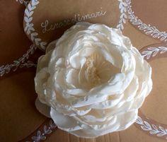 Rosa in crepe di seta color avorio, 12-13 cm