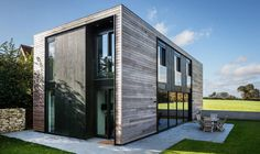 Prefab 'Kiss House,' designed to passive house standards, is taking orders - Curbedclockmenumore-arrow : The award-winning design arrives flatpack Prefab Homes, Modular Homes, Residential Architecture, Architecture Design, Studios Architecture, Self Build Houses, Passive House, Simple House, Exterior Design