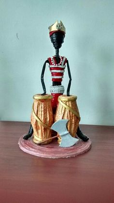SHANGÓ elaborado con papel periódico by Creaciones HEIMAR Quilling Dolls, Quilling 3d, Paper Weaving, Weaving Art, Wire Crafts, Crafts To Do, Paper Bag Crafts, Rolled Paper Art, African Paintings