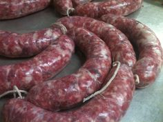 Venison Bratwurst Recipe - get a tasty recipe and guide to making your own venison bratwurst at home!