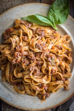 This vegan bolognese sauce is perfect for Date Night! This is my best vegan bolognese sauce! Sauce Recipes, Gourmet Recipes, Pasta Recipes, Vegetarian Recipes, Dinner Recipes, Cooking Recipes, Healthy Recipes, Vegetarian Dinners, Potluck Recipes