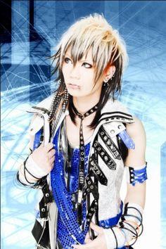 REALies Bassist -> Akino