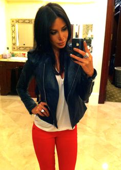 red skinny jeans white top navy leather jacket