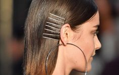 Time to take those bobby pins out of hiding because these bobby pin hairstyles prove they're better exposed than tucked underneath your hair! Bobby Pin Hairstyles, Headband Hairstyles, Trendy Hairstyles, Straight Hairstyles, Wedding Hairstyles, Perm Hairstyles, Fringe Hairstyle, Layered Hairstyles, Short Haircuts