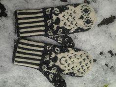 Ravelry: AnneM's Pöllöt IV Knitting For Kids, Knitting Yarn, Knitting Projects, Baby Knitting, Knitting Patterns, Crochet Patterns, Crochet Mitts, Knit Mittens, Knitted Gloves