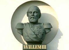 Borstbeeld van Koning Willem III, timpaan gevel Museum / tehuis Bronbeek te Arnhem. Gegoten bij firma Van Enthoven & Co in Den Haag, 1863.