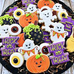 Halloween Cookie Recipes, Halloween Cookies Decorated, Halloween Sugar Cookies, Halloween Baking, Halloween Goodies, Halloween Desserts, Halloween Cakes, Halloween Treats, Halloween Biscuits