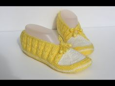 Seamless baby booties on 2 skewers - Part 1 / Making the top part // The easy booty of the do Baby Knitting Patterns, Crochet Patterns, Ballerinas, Knit Crochet, Crochet Hats, Knitted Slippers, Crochet Videos, Skewers, Baby Booties