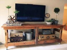 Pallet Media Console + TV stand: 20 Things You Can Do With Pallets | 99 Pallets