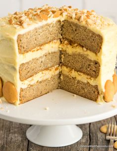 Banana Pudding Cake is an incredibly moist three-layer dream cake with a cream cheese pudding filling, lots of bananas, and a luscious frosting. Homemade Banana Pudding, Banana Pudding Cheesecake, Cake Recipes, Dessert Recipes, Banana Recipes, Baking Desserts, Cake Baking, Trifle Desserts, Pudding Desserts