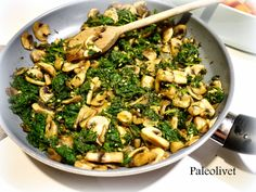 Paleolivet: Spinat og svampe et et twist - spis med fisk hvis du vil - bare du spiser det - for det smager skøøøøøønt