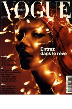 Vogue Paris décembre 2001 / janvier 2002: http://www.vogue.fr/mode/cover-girls/diaporama/kate-moss-en-18-couvertures-de-vogue-paris/4608/image/454817#vogue-paris-decembre-2001-janvier-2002