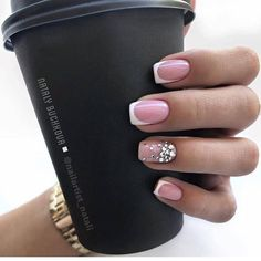 Semi-permanent varnish, false nails, patches: which manicure to choose? - My Nails Classy Nail Designs, Short Nail Designs, Fall Nail Designs, French Nail Designs, Manicure Gel, Gelish Nails, My Nails, Gel Nail, Fall Nails