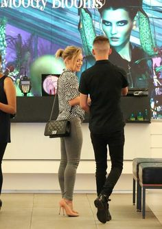 Hilary Duff Shops for Makeup