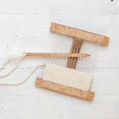 Hokett Would Work Loom Kit – Flax and Twine Weaving Loom Diy, Weaving Art, Tapestry Weaving, Weaving Textiles, Weaving Patterns, Stitch Patterns, Knitting Patterns, Arts And Crafts House, Weaving Projects
