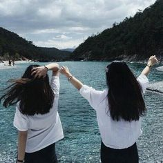 Baby Girl Photography With Parents Ideas Couple Girls, Bff Girls, Beach Girls, Mode Ulzzang, Ulzzang Girl, Best Friend Pictures, Bff Pictures, Fall Pictures, Couple Goals Cuddling