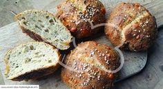 Low Carb Rezept für Low-Carb Chia-Eiweißbrötchen. Wenig Kohlenhydrate und einfach zum Nachkochen. Super für Diät/zum Abnehmen.