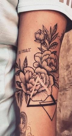 Also have left put? Upper arm – 1 rose and 1 sun … – # Upper arm # and # let … - tattoo feminina Elbow Tattoos, Best Sleeve Tattoos, Cute Tattoos, Beautiful Tattoos, Flower Tattoos, Body Art Tattoos, Tattoos Masculinas, Female Tattoo Sleeve, Best Tattoo
