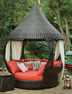 The relaxed elegance of an exotic resort is never far from your door with our unique Oasis Daybed.