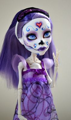 Monster High Spectra custom repaint photography by botflybaby.