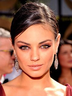 mila kunis- my girl crush. i kinda wish i looked like her. just kinda.