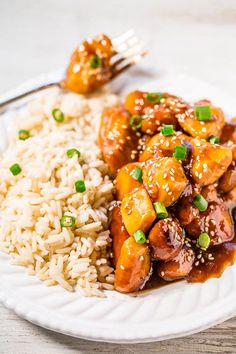 When I asked on Facebook what kind of recipes you want to see, I was overwhelmed with slow cooker responses. So slow cooker orange chicken it is today with more slow cooker recipes in the upcoming wee
