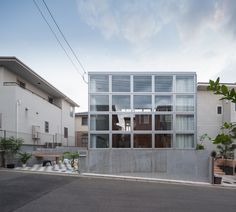 Junpei Nousaku - House in Newtown, Kanagawa 2014. Via, photos © the architect.