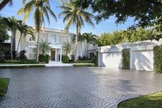 Classic Palm Beach home built in 1941 goes on the market for the first time in over 30 years at $ 15.5 million.