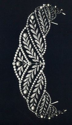 Tiara. Diamonds.