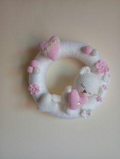 Crochet Bib, Crochet Wreath, Crochet Amigurumi Free Patterns, Easter Crochet, Crochet Baby Booties, Crochet Home, Cute Crochet, Crochet Dolls, Knitting Patterns