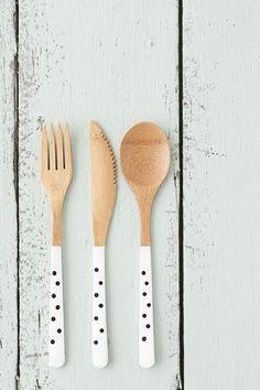 Cubiertos decorados que alegran la casa, visto en el blog de Honi Mun Spoon Art, Wood Spoon, Wooden Spoon Crafts, Wood Crafts, Painted Spoons, Painted Wood, Diy Painting, Painting On Wood, November Crafts