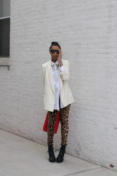this is pretty much a doppleganger of the outfit i wore to work yesterday, except my blazer was peach. and i don't own a single clutch.