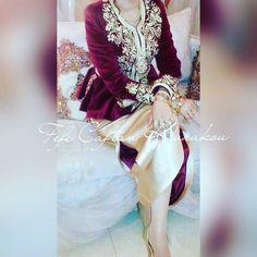 Fashion Arabic Style Illustration Description karakou algérois – Read More – Traditional Looks, Traditional Dresses, Abaya Fashion, Fashion Dresses, Arabic Dress, Abaya Style, Most Beautiful Dresses, Dream Dress, Bridal Dresses