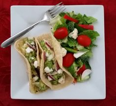 These creamy chicken tacos with salsa verde and guacamole are as easy as they are tasty! Intuitive Eating, Chicken Tacos, Salsa Verde, Creamy Chicken, Guacamole, Indiana, Turkey, Tasty, Nutrition
