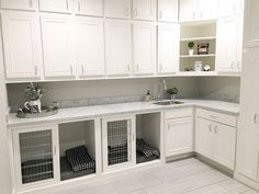 Good Screen Sliding dog kennels for under counters in laundry room. But 3 kennel… - dog kennel boarding Built In Dog Bed, Dog Spaces, Dog Area, Diy Home, Home Decor, Dog Rooms, White Countertops, Dog Houses, Crates