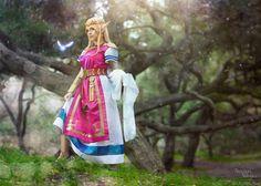 Character: Princess Zelda / From: Nintendo's 'Legend of Zelda' Video Game Series / Cosplayer: Nadya Anton (aka Nadyasonika) / Photo: Laphotonet (2016)