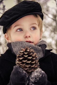 More in the link :) Outdoor 4 year old boy winter portrait session Wraven Design