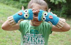 Ravelry: Owl Fingerless Gloves crochet pattern by Kristi Simpson/ RAKJpatterns
